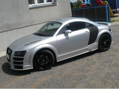 Накладки на пороги R8 Style от Maxton Design на Audi TT 8N