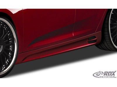 Накладки на пороги GT-Race от RDX Racedesign на Ford Focus III