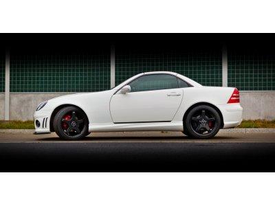 Накладки на пороги в стиле AMG от Maxton Design на Mercedes SLK класс R170