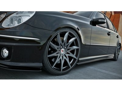 Накладки порогов от Maxton Design для Mercedes E класс W211 AMG