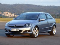 На Opel Astra H решётка радиатора