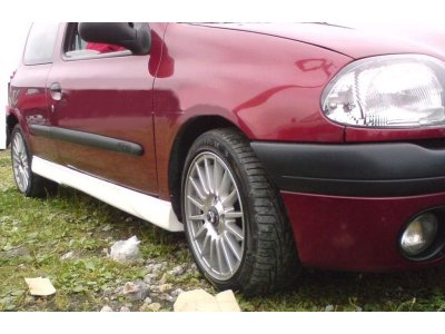 Накладки на пороги от Maxton Design Var3 на Renault Clio II