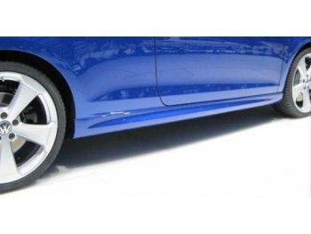 Накладки на пороги R20 Look от Maxton Design на VW Golf VI