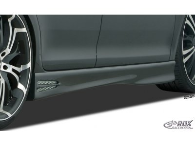 Накладки на пороги GT4 от RDX на Volkswagen Passat B7