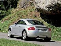 На Audi TT 8N - задняя альтернативная оптика, фонари