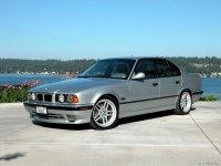 На BMW 5 E34 пружины с занижением, спортивная регулируемая подвеска