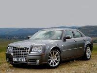 На Chrysler 300C купить передние альтернативные фары