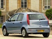 На Fiat Punto II задняя альтернативная оптика, фонари