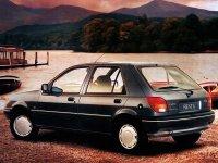 На Ford Fiesta III задняя альтернативная оптика, фонари