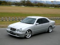 На Mercedes E класс W210 решётка радиатора