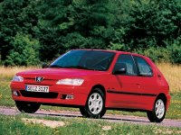Тюнинг обвес на Peugeot 308 : накладка на передний и задний бампер, пороги