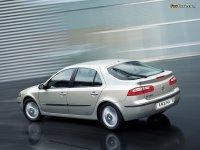 На Renault Laguna II - задняя альтернативная оптика, фонари
