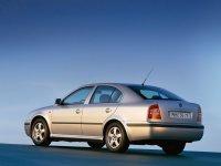 На Skoda Octavia I с 1996 по 2000 год задняя альтернативная оптика и фонари.