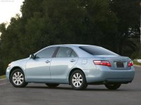На Toyota Camry XV40 задняя альтернативная оптика, фонари