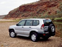 На Toyota Land Cruiser Prado 120 задняя альтернативная оптика, фонари