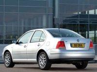 На Volkswagen Bora задняя альтернативная оптика, фонари