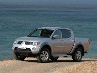 На Mitsubishi L200 купить передние альтернативные фары