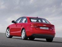 На Audi A4 B8 - задняя альтернативная оптика, фонари