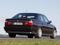 На BMW 5 E34 - задняя альтернативная оптика, фонари