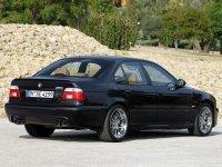 На BMW 5 E39 - задняя альтернативная оптика, фонари