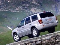 На Jeep Grand Cherokee WJ - задняя альтернативная оптика, фонари