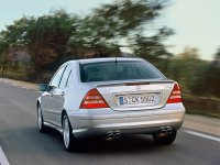 На Mercedes C класс W203 - задняя альтернативная оптика, фонари