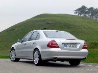 На Mercedes E класс W211 - задняя альтернативная оптика, фонари