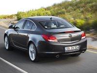 На Opel Insignia - задняя альтернативная оптика, фонари