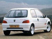 На Peugeot 106 - задняя альтернативная оптика, фонари