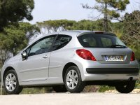 На Peugeot 207 - задняя альтернативная оптика, фонари